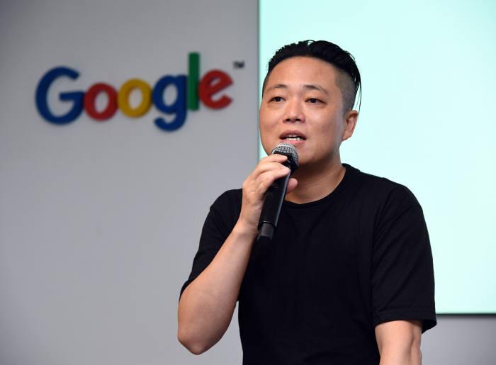 김동현 넷마블 상무 겸 콜롬버스 센터장이 구글 클라우드 넥스트 19 미디어 브리핑 패널 토크에서 구글 클라우드 도입 성과에 대해 설명하고 있다.
