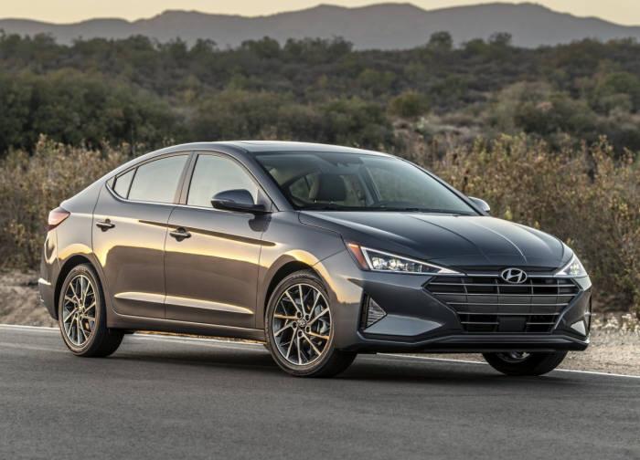 현대차 국내 라인업 가운데 유일하게 디젤 모델을 판매하는 아반떼.
