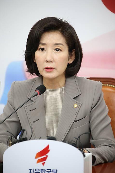 """나경원 """"단기 일자리 6만개 '알바추경' 지나쳐…곳곳 독소예산"""""""