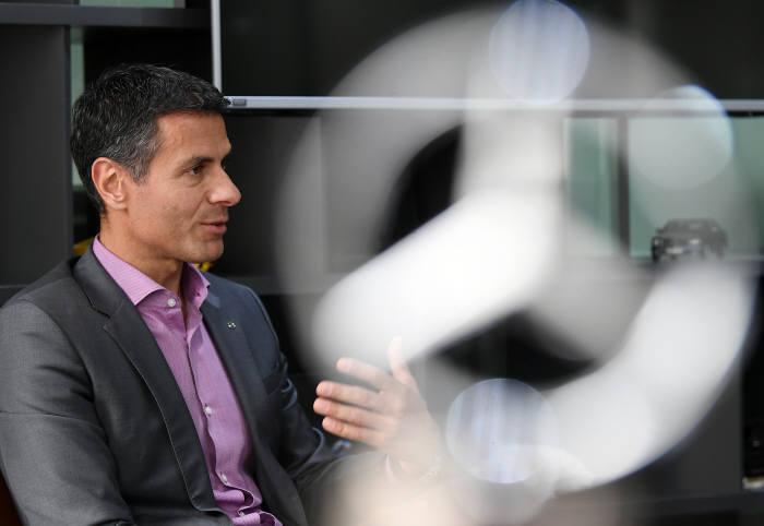 디미트리스 실라키스 메르세데스-벤츠코리아 대표. 이동근 기자 foto@etnews.com