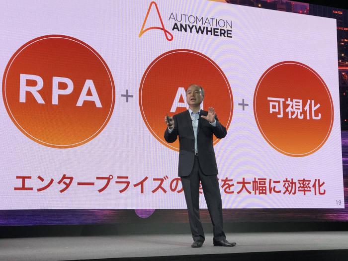 손정의 소프트뱅크 회장이 RPA와 AI 결합의 미래를 제시했다.