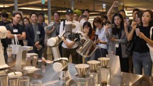 ICT융합 레스토랑 '레귤러식스' 오픈, AI 로봇이 내려주는 드립커피 맛보세요