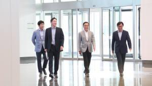 """이재용 부회장, """"10년뒤 장담 못한다""""…전자 계열사 릴레이 회의"""