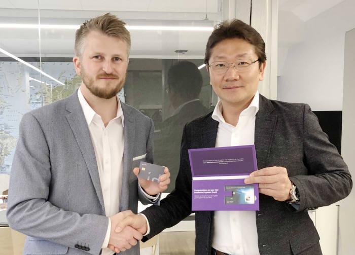 왼쪽부터 킴 훔보스타드 쯔와이프 창업자와 유창훈 센스톤 공동대표