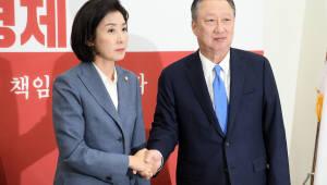 자유한국당 찾은 박용만 상의회장