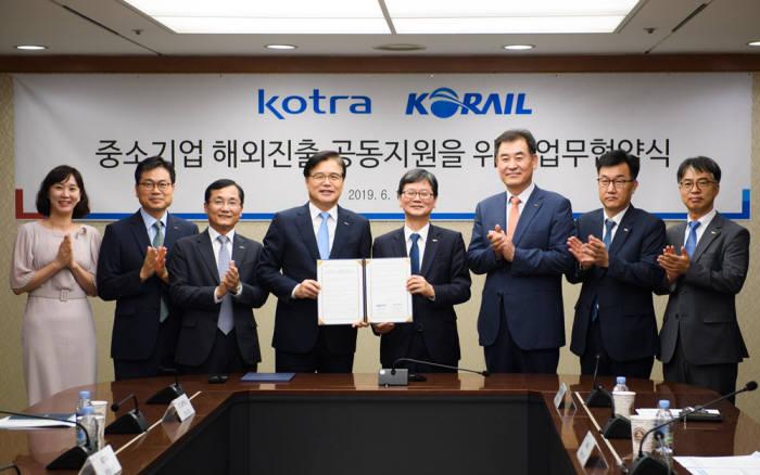 코레일과 코트라는 최근 중소기업 해외시장 개척과 동반성장을 위한 업무협약을 체결했다.