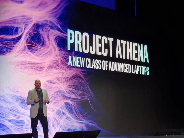 그레고리 브라이언트 인텔 수석부사장이 아테나 프로젝트를 소개하고 있다.