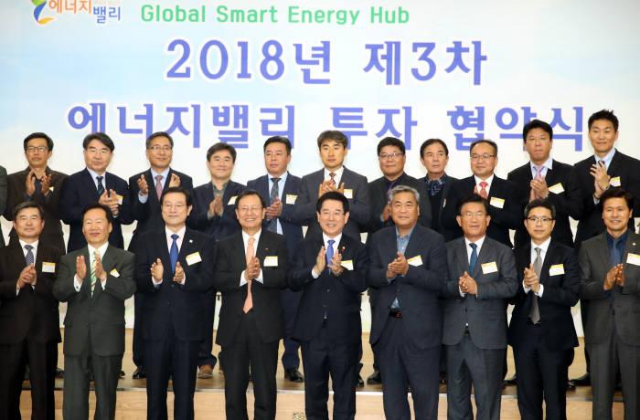 한국전력과 전남도 등이 지난해 12월 개최한 제3차 에너지밸리 투자협약식.