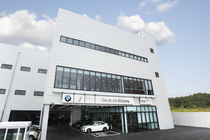 BMW 공식 딜러사 도이치모터스가 제주시에 BMW 제주 서비스센터를 확장 이전해 개장했다.