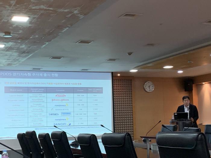 김동훈 인벤티지랩 부사장이 바이오 인베스트먼트 포럼에서 기업 소개를 하고 있다