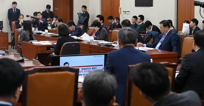 [단독]한국당 패싱 시작됐다…민주당, 과방위 예결산소위서 '추경안' 의결