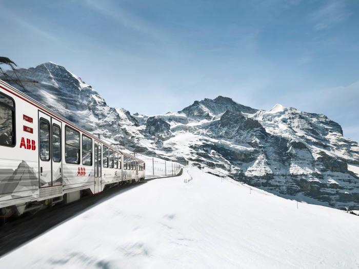 스위스 알프스를 오르는 ABB 전기기차 (제공=ABB)