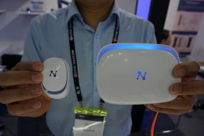 네오스택이 선보인 위넷츠 홈 시큐리티 솔루션은 창문용 센서와 스테이션(게이트웨이)를 블루투스로 연동, 외부 침입 수 스마트폰으로 알려주는 제품이다.