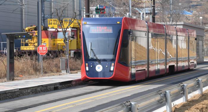 신교통 수단 무가선 트램