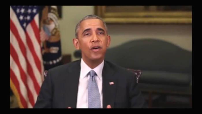 """버즈피드라는 온라인 매체가 만든 가짜 동영상에 등장한 오바마는 """"우선 결론만 말해 보겠습니다. 트럼프 대통령은 진짜 머저리 같은 인간입니다""""라고 말했다. [사진=버즈피드]"""