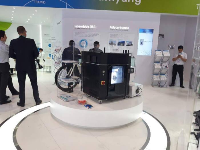 링크솔루션이 삼양사와 개발한 엔지니어 플라스틱 3D 프린터를 2019 차이나 플러스에 전시했다.