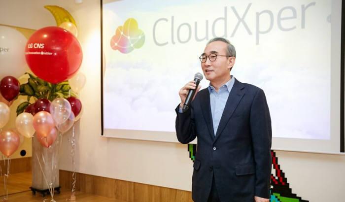 김영섭 LG CNS 대표가 3월 열린 클라우드 간담회에서 LG그룹 클라우드 전환 전략을 전하고 있다. LG CNS제공