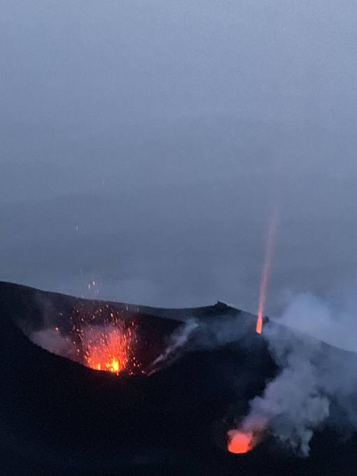 스트롬볼리섬 화산 분화 장면. 게티이미지
