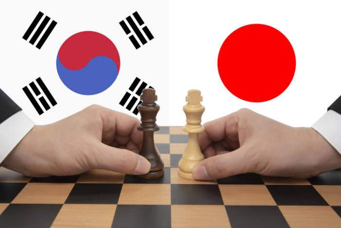 """""""불화수소 北 유출 증거 없다"""" 한-일 정부 '강대강' 대결...경제 위기감 고조"""