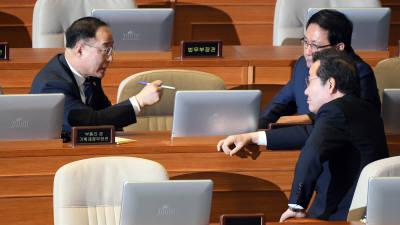 대화하는 이낙연-홍남기-유영민