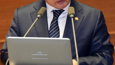 경제분야 대정부질문 참석한 유영민
