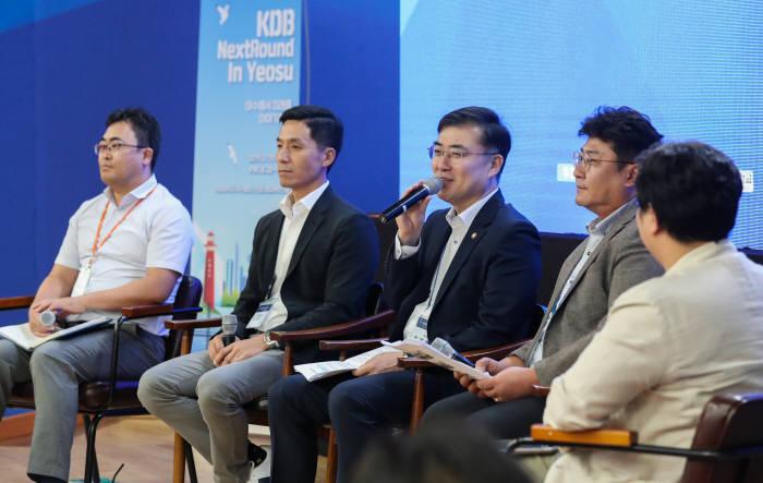 손병두 금융위원회 부위원장이 11일 전남대 여수캠퍼스에서 열린 청년창업 희망콘서트에서 발언하고 있다.