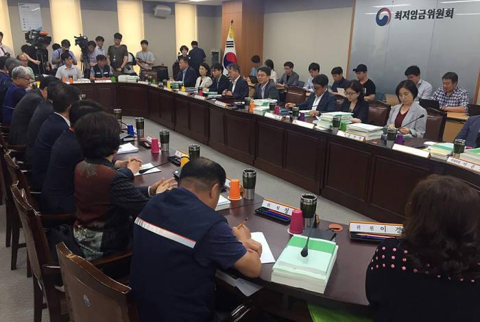 최저임금위원회 전원회의 모습.