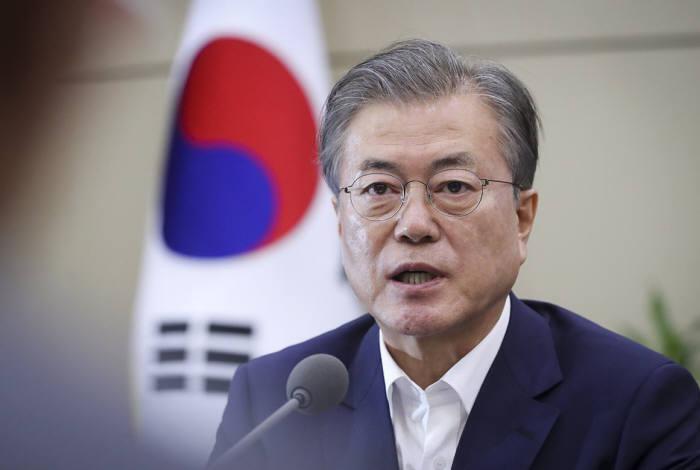 문재인 대통령이 15일 청와대에서 주재한 수석보좌관회의에서 모두발언을 하고 있다.<출처:청와대>