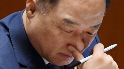 """홍남기 """"일본 대응한 추가 추경 1200억원보다 늘어날 것""""...야당, 국무위원 대거 불참해 반발"""