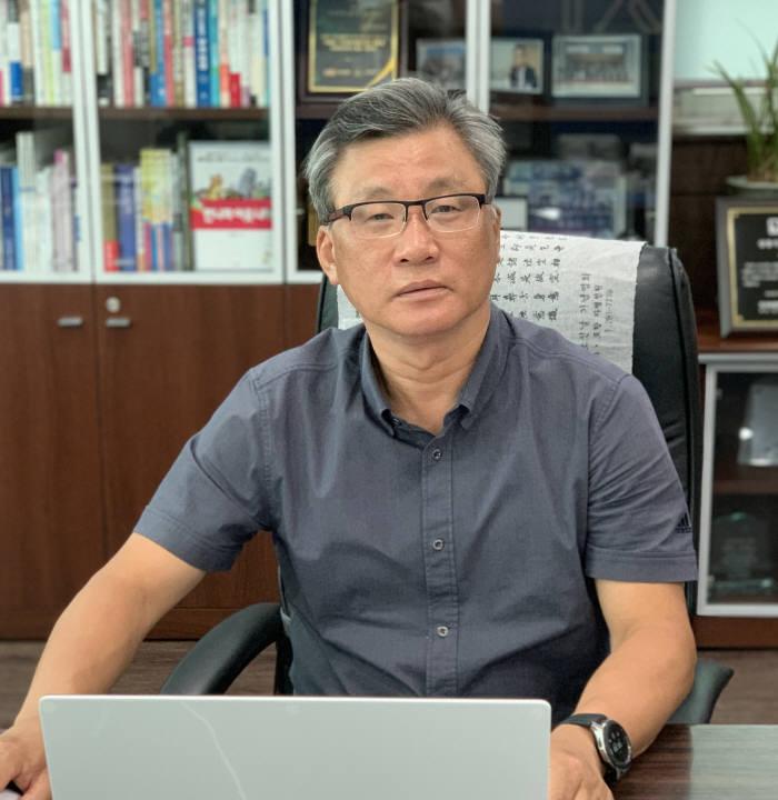 김창호 글로벌 로봇 클러스터(GRC) 회장(대경로봇기업진흥협회장). 김 회장은 국내 로봇기업 해외진출을 위해서는 각국 로봇 클러스터간 협력이 중요하다고 강조했다.