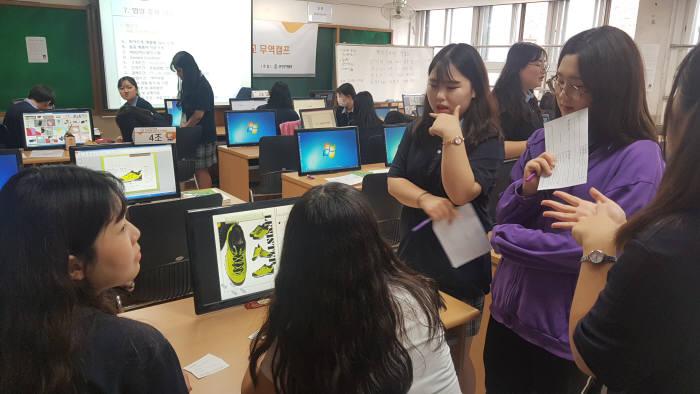 성보경영고가 참여한 특성화고 무역캠프 모습