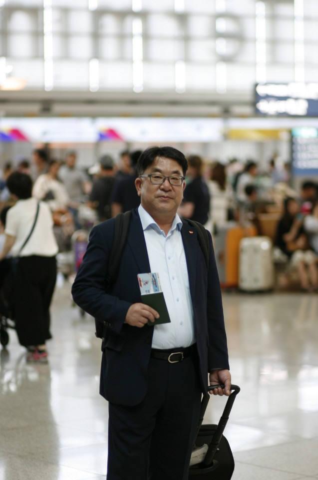 김동섭 SK하이닉스 사장이 16일 오후 인천국제공항을 통해 일본 출장길에 올랐다. 김 사장은 일본 주요 소재 협력사 경영진들과 향후 재료 수급 방안에 대해 논의할 방침이다. <사진=SK하이닉스>