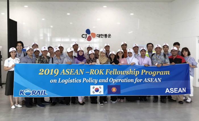 ASEAN 교통공무원, CJ대한통운 글로벌 첨단물류센터 방문