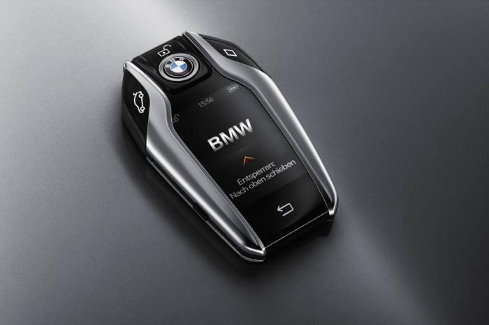 BMW 디스플레이키.