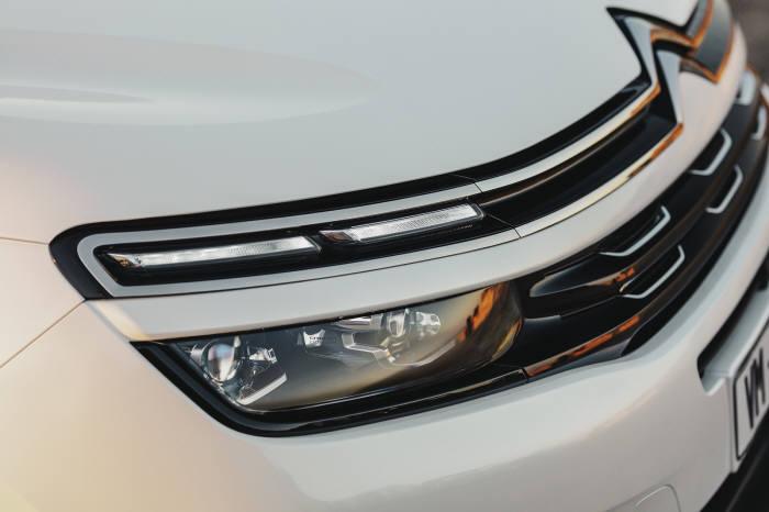 시트로엥 뉴 C5 에어크로스 SUV 헤드램프.