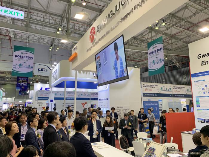 광주테크노파크는 17~20일 베트남 호치민 사이공전시컨벤션센터에서 열린 한국-베트남 스마트전력에너지전(KOSEF)에 참가해 에너지기업의 동남아 시장 진출을 위한 판로개척 활동에 나섰다.