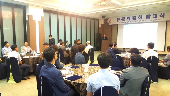 한국무인기시스템협회는 전문성 강화를 위한 전문위원회를 18일 대전 레전드호텔에서 발족했다.
