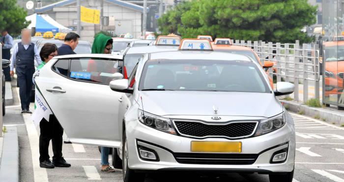 규제 샌드박스, 힘의 논리로…'택시 배송' 안갯속