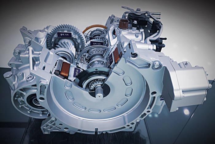 하이브리드 차량의 동력 제어를 총괄하는 전자 장치.