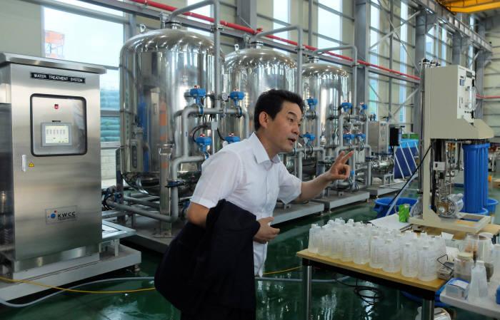 이치우 국가물산업클러스터 운영지원처 부장이 실증시설에 대해 설명했다