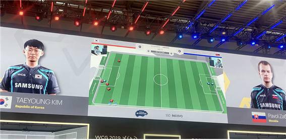 AI끼리 축구 대결을 펼치는 5:5 AI 로봇 축구대회가 WCG에서 열렸다. 신기술로 미래 스포츠를 만들려는 WCG 시도 중 하나다.