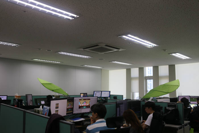 버퓨스튜디오 내부 사무실에서 개발중인 직원들