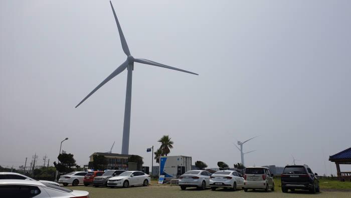 BMW코리아가 8월 9일 제주에 오픈하는 개방형 충전소 e-고팡 충전 스테이션