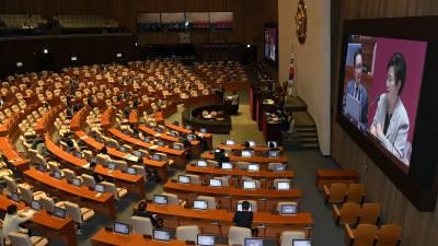 가까스로 열린 본회의, 국회 '日보복적 수출규제조치 철회 촉구 결의안' 채택