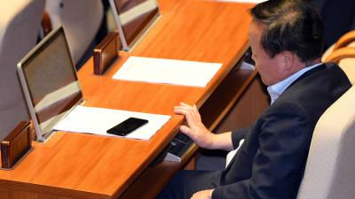 본회의 참석한 김재원 예결위원장