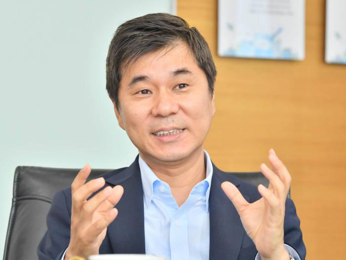 김인순 SW융합산업부장이 김종서 아톤 대표를 만났다.