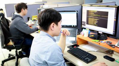 ICT 실은 해운산업…엔진 고장 예측하고 최적 항로 검색