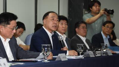 """[한일 경제전쟁]LGD 찾은 홍남기 부총리 """"세제·자금 지원으로 돕겠다"""""""