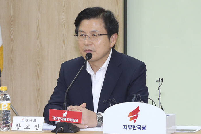 """황교안 """"文, 대한민국 잘못된 길로 이끌어""""…광복절 전날 대국민 담화 발표"""