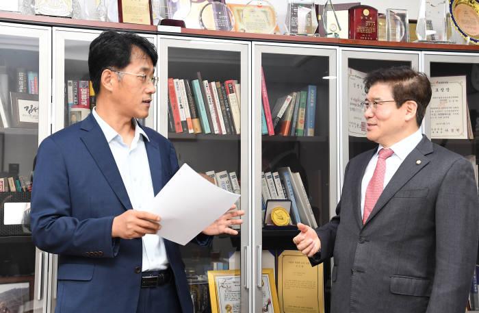 """[데스크가 만났습니다]김성태 자유한국당 의원 """"양자정보통신 미래, 크게 보고 준비해야"""""""